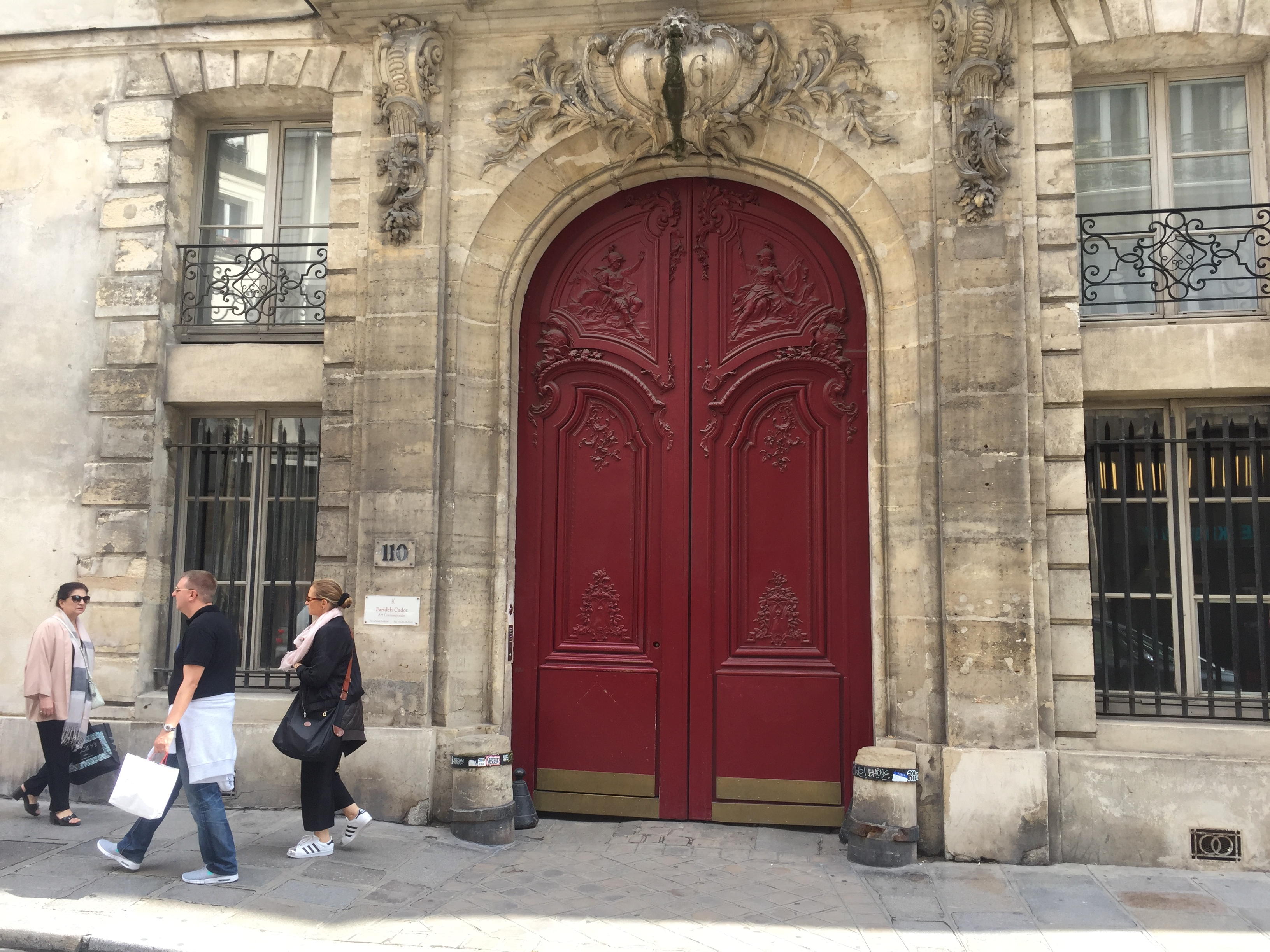 Have You Ever Noticed These Things On Doorways Around Paris The